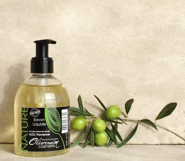 Présenter le savon mains nature 250ml réalisé avec l'huile d'olive du moulin Oliversion